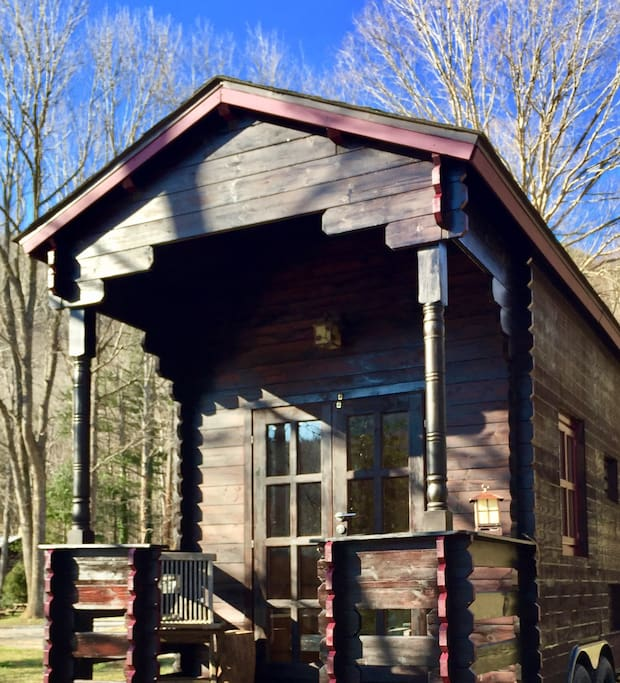 tiny house on wheels thow river mountain views cabins for rent in erwin tennessee united. Black Bedroom Furniture Sets. Home Design Ideas