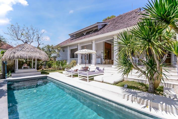 Perfect for Family - 3 Bedroom Pool Villa Pecatu