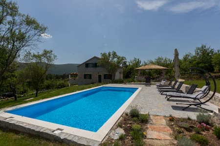 Heritage Villa HEAVEN 2 for 11,heated pool n.Split