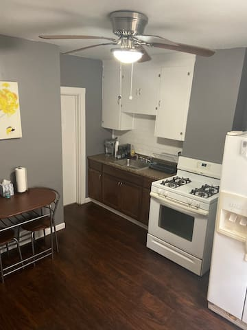Cozy private apartment - Prime Buffalo location