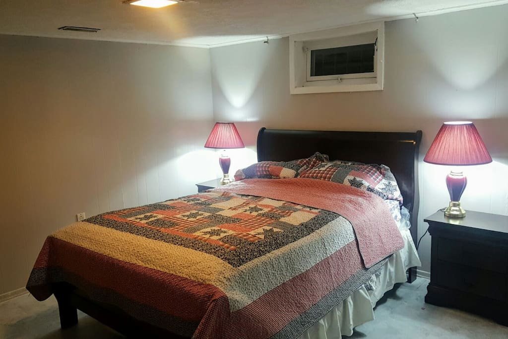 two large bdrm basement suite close to jfk houses for