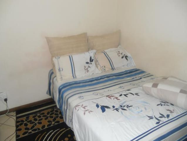 1 Room Sharing in a 3 Bedroom Apt - Akasia - Apartment