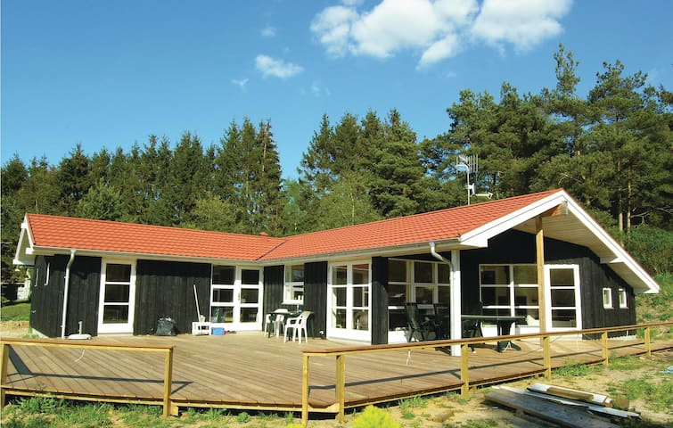 Holiday cottage with 3 bedrooms on 126 m² D16883