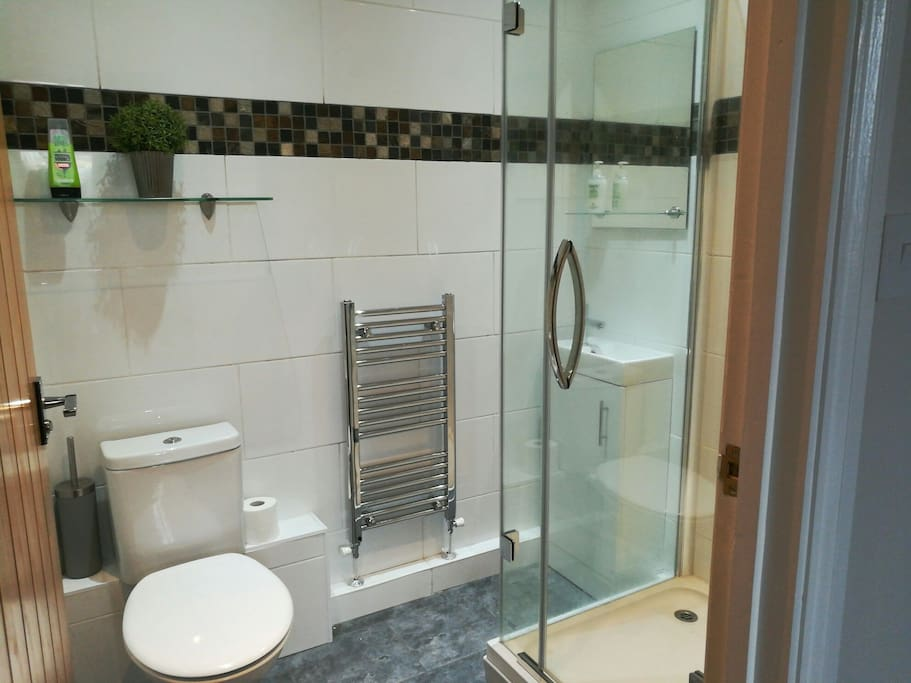 New, private en-suite bathroom