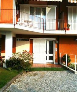 Della Roggia Hostel Double bedroom - Sesto Calende - 住宿加早餐