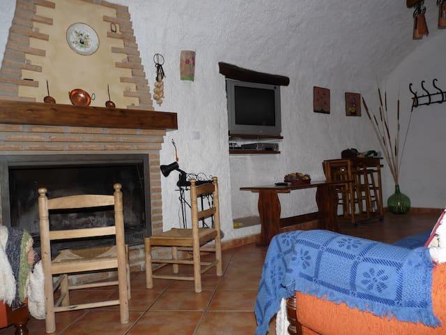 Cueva El Monterón (Casa Mari)