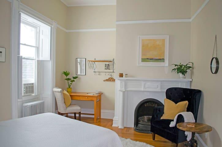 Bedroom 1: Queen size bed and en-suite bathroom, separate sink room and walk-in shower/toilet room