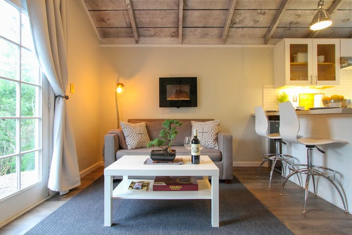 Modern Barn Studio with Complimentary Breakfast - Calistoga