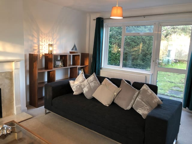 Large Four bedroom house close to Richmond