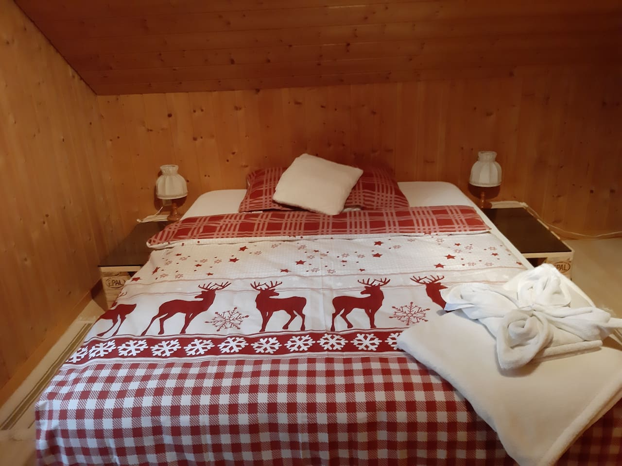 Double room with flat screen tv, free WIFI