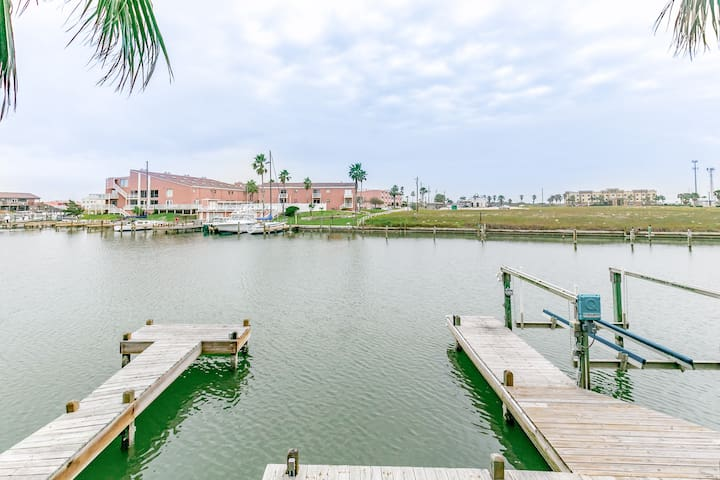 3BR Remodeled N. Padre Canal Front