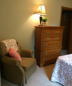 Private, Cozy Room in Quiet Subdivision - Kokomo - Haus