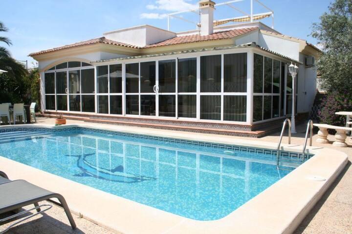 Villa met zwembad in de vallei regio Elx/Alicante