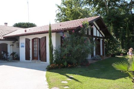 Petite maison dans jardin - Soustons - Dom