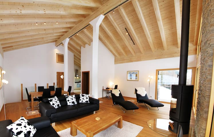 Chalet Marion - Luxury Chalet with 3 bedrooms and cosy fireplace in the living room