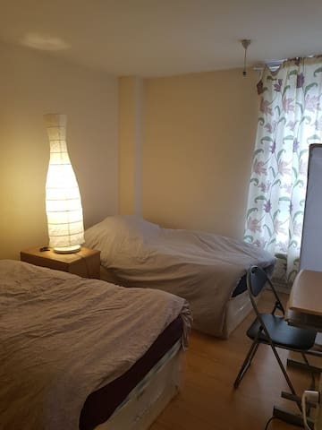 Lovely double Bedroom Next to Underground station