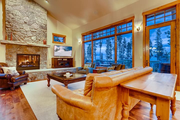 Vista Retreat at Highlands: New! Private Hot tub, Yoga Studio, Grill, Theater| Sleeps: 4 Bedroom, 3.5 Bathroom