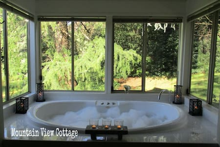 Mountain View Cottage @ Dandenong Ranges Cottages - The Patch