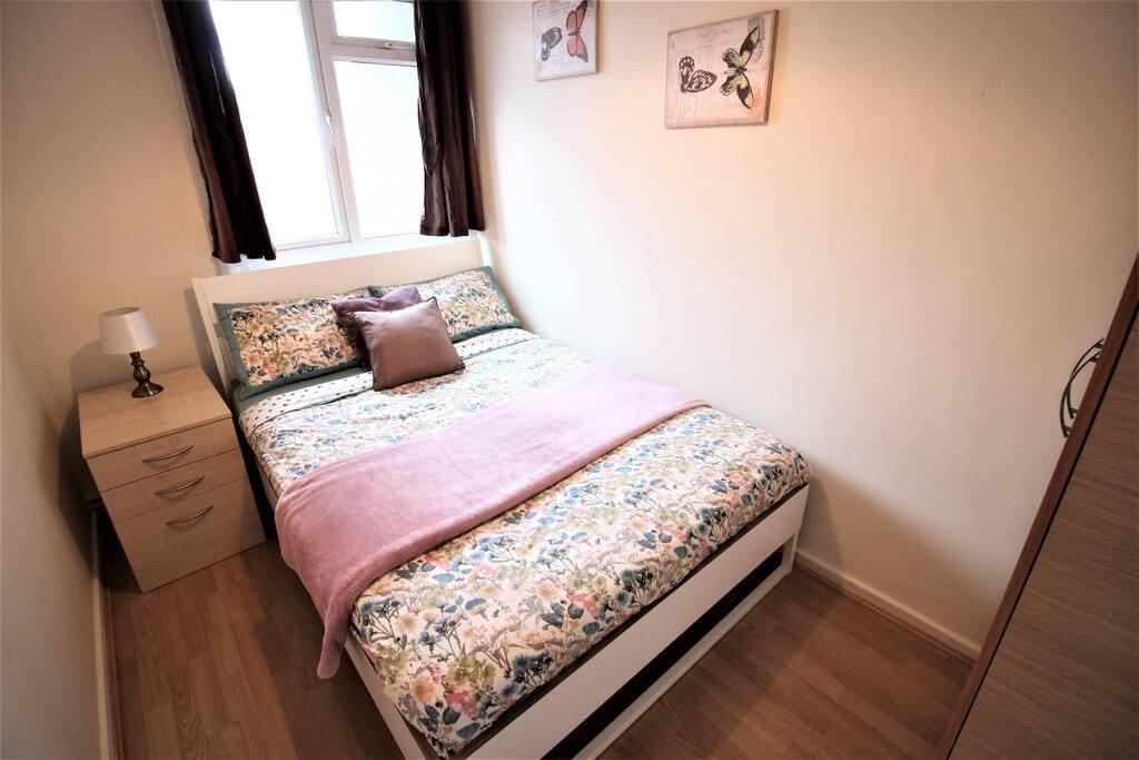 8ram b private room for 2ppl near victoria park wohnungen zur miete in greater london. Black Bedroom Furniture Sets. Home Design Ideas