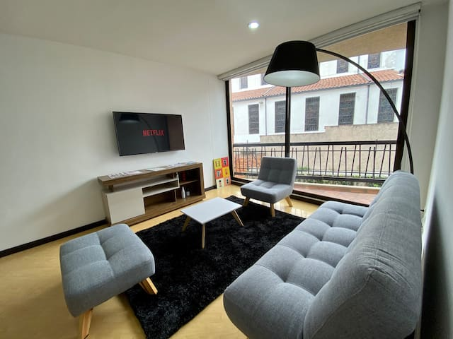 Stunning 2 Bedroom Apartment: Nearby Zona G