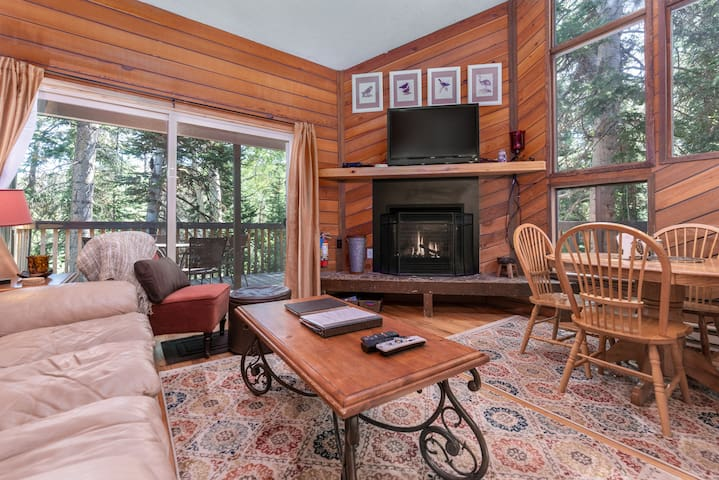Condo SS7B- Dog Friendly, Cozy Ski In/Out, Laundry,  Privacy & Great Location
