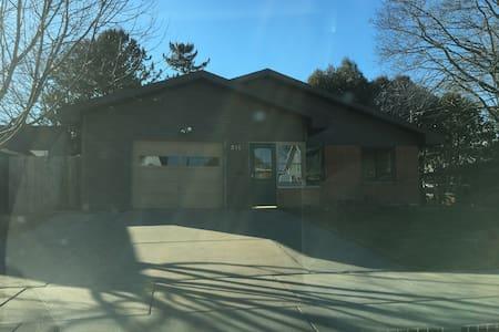 3 BR, 1 BA Ranch in Oshkosh - Oshkosh - Ház