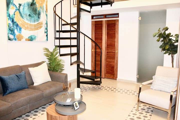 Private and Cozy Living in Old Town - 53 CL10