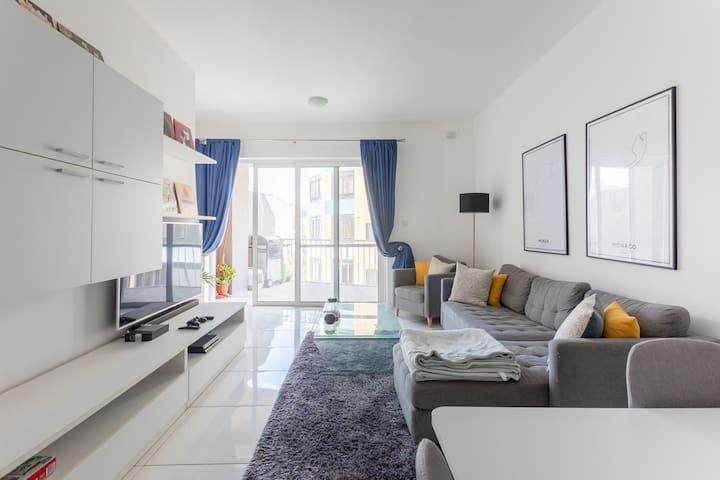 ★Blue Coral Modern Bedroom w/ AC, WIFI★