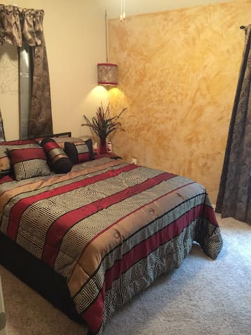 Cozy Home 1Rm/Bath 10-15min from IAH Airport