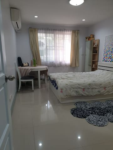 Big bedroom & downtown of BKK, walk 5 min to BTS