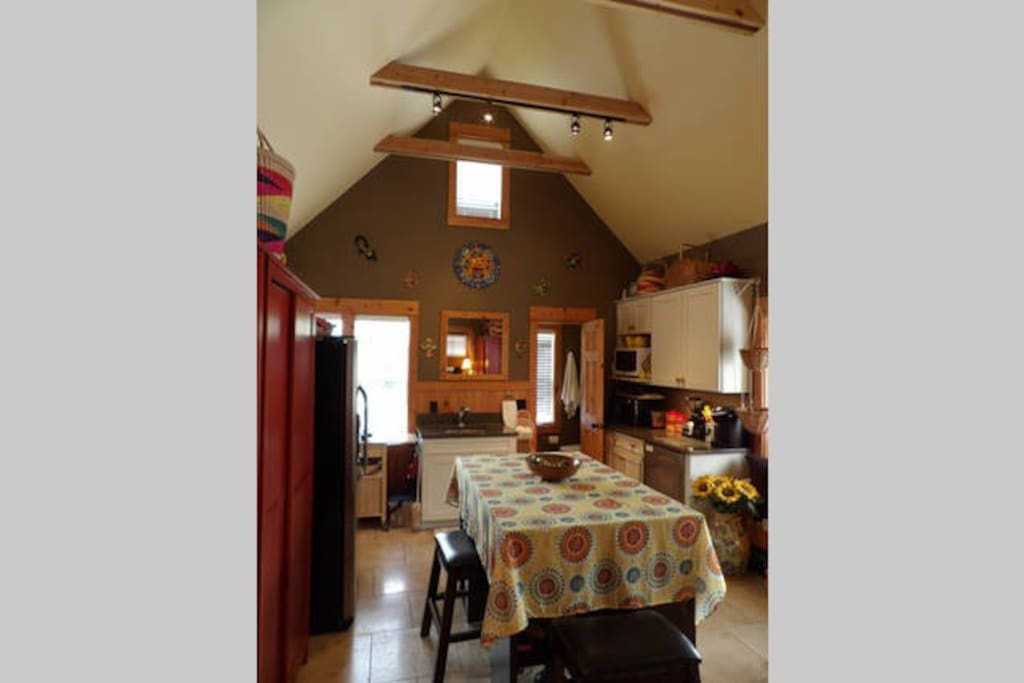 Vaulted ceilings with fan and A/C