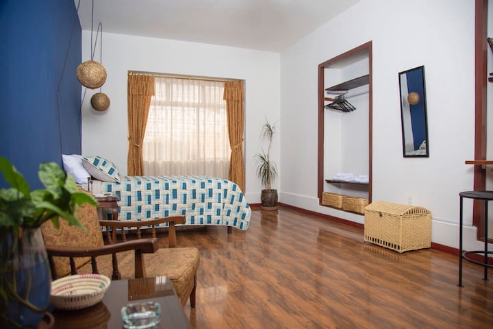 Charm Apt. Ideal for visit Quito Historic Center.