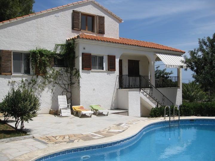 Chalet con piscina privada, jardín espacioso, wifi
