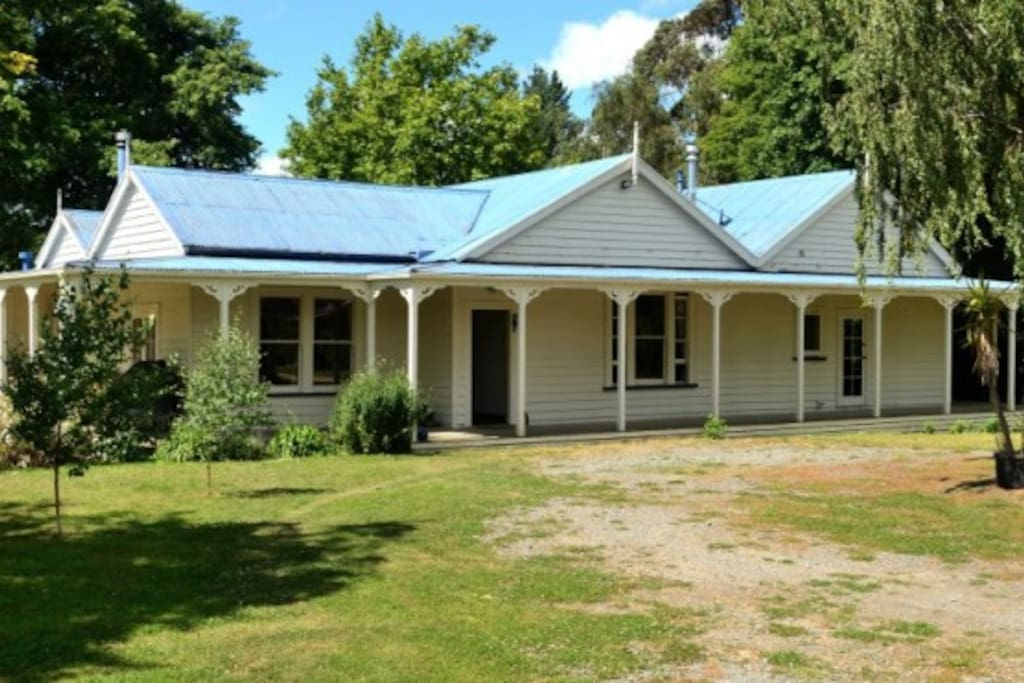 A large (227 sqm) house sitting graciously on the slightest rise.