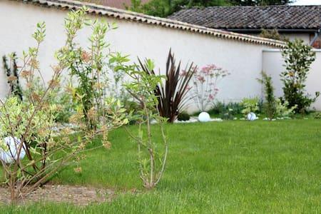 De la Chambre au Jardin  - Chambres d'hôtes - - Belleville - Bed & Breakfast