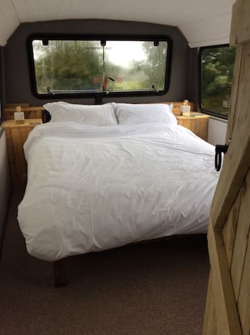 Upstairs Bedroom with kingsize bed