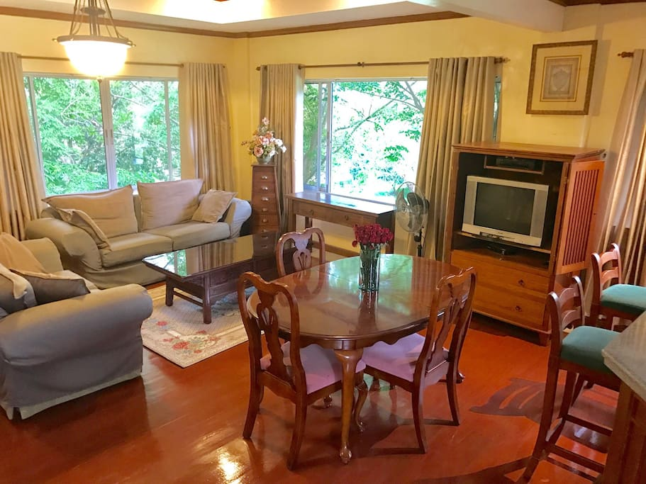 Living room with a more formal dinning table perfect for entertaining guest.