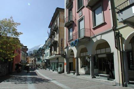 Schöne 3,5 Zimmer Altstadt-Wohnung - Ascona - Flat