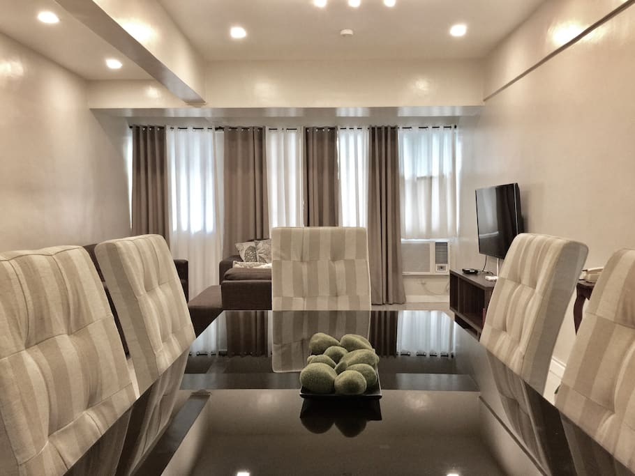 Salcedo 95 sqm 2 br 2 ba parking wifi sleeps 6 for Dining room 95 hai ba trung