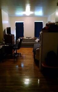 Large Private Studio steps from Central Park - New York - Apartment