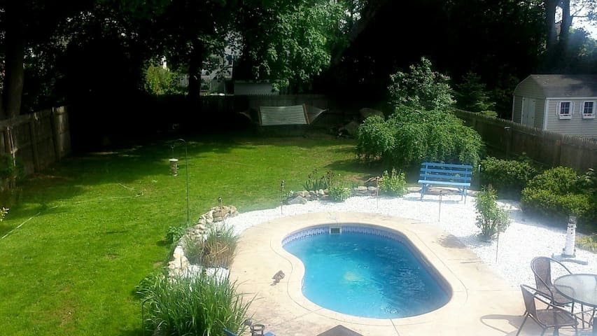 3BD Home w/ in-ground pool - New London - Huis