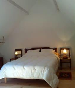 Dans la nature et le calme, la chambre Aubépine - Villeneuve - Rumah Tanah