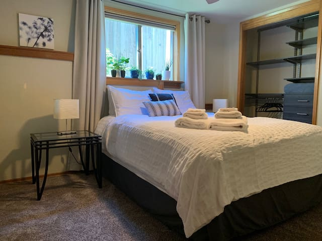Seattle Guest Room - close to UW and Green Lake