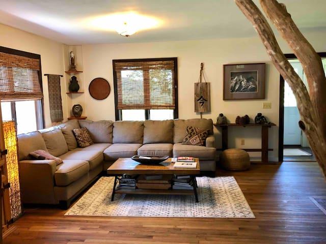 Artistic, quiet FarmHouse on 25 acres