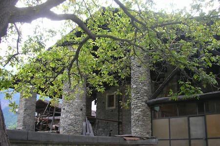 Alloggio nell'antica casa La Tour di Valpelline - Valpelline - Lejlighed