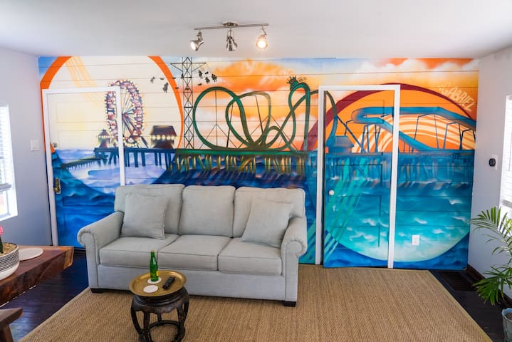 🌞 Private Art Loft 2 Blocks from the Beach 🌊