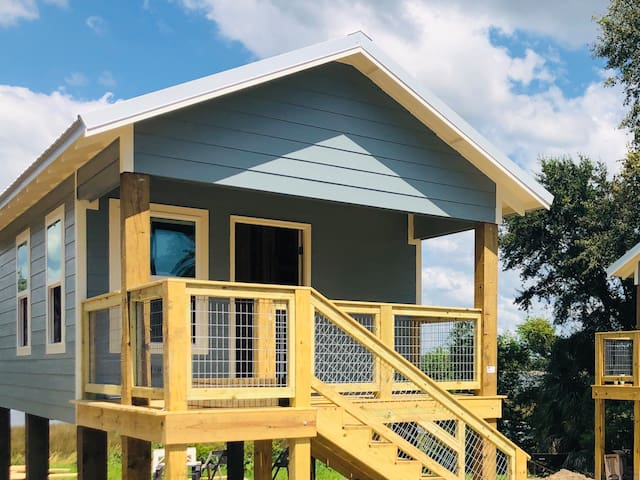 Bayou Cottage! Heart of Ocean Springs! NO FEES!