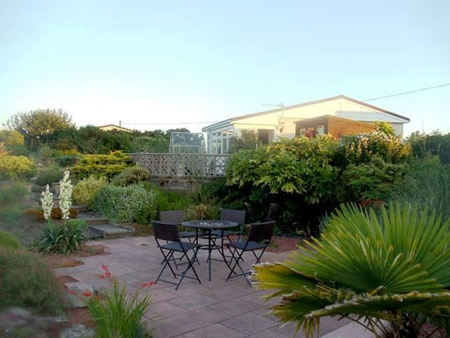 OYSTER CATCHER, pet friendly, with a garden in Southerness, Ref 8279
