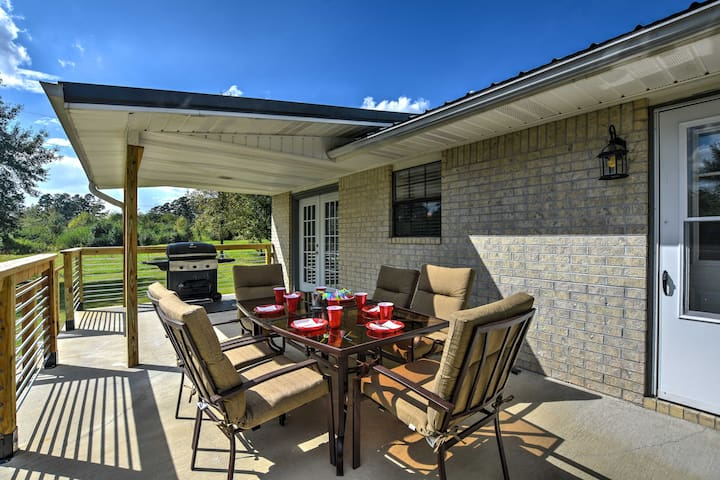 Kirby Getaway w/ Patio ½ Mi North of Lake Greeson!
