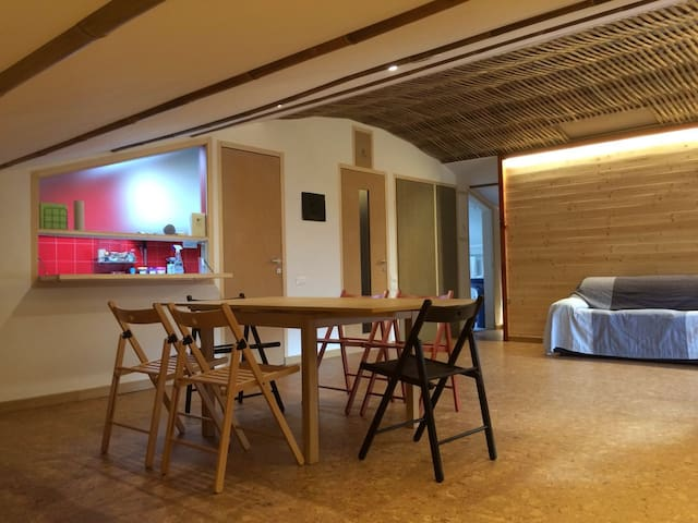 New, cosy and bright loft for a young couple - Viareggio - Apartemen